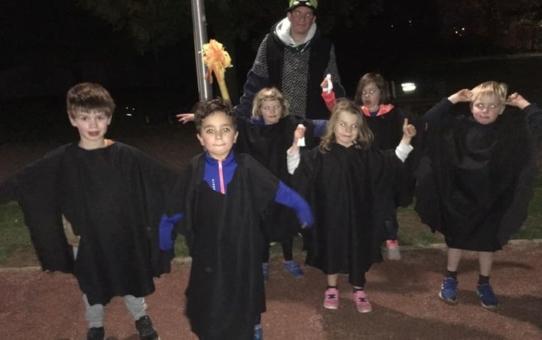 Nu de dagen korter worden en het vroeger donker wordt hebben de Kangoeroes van Beerschot Atletiek Berchem alvast een griezelige Halloween-training gehad!