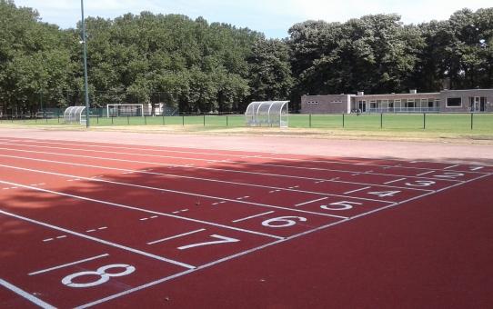 Nieuwe Tartanstrook in het Willem Eekelerssportpark op het Kiel